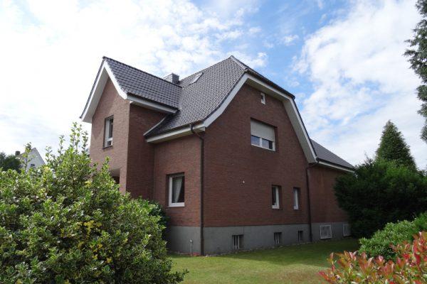 Dachausbau und Sanierung eines 2-Familienhauses